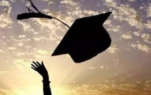 """طالبة جامعية من عائلة فقيرة تناشد اهل الخير دفع الرسوم لاستكمال دراستها  ..  """"تفاصيل"""""""