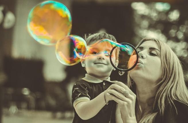ما تفسير الحلم بالعودة الى مرحلة الطفولة؟