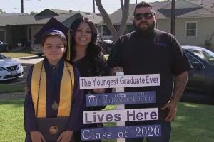 طفل عمره 13 عاما يحصل على 4 درجات جامعية ويستعد للخامسة