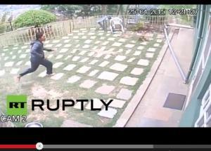 بالفيديو .. كاميرات مراقبة ترصد لحظة وقوع زلزال مدمر في نبيال