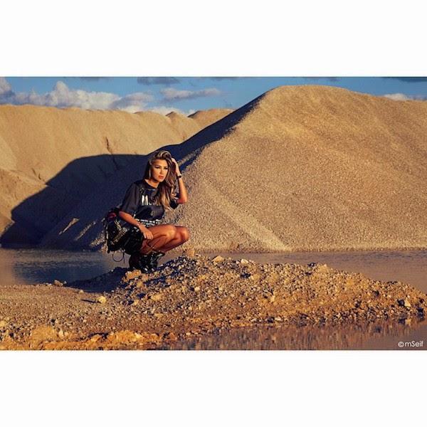 مايا دياب تائهة في الصحراء بفستان قصير .. صورة