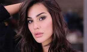 نادين نجيم تستعرض ندوب وجهها - صورة