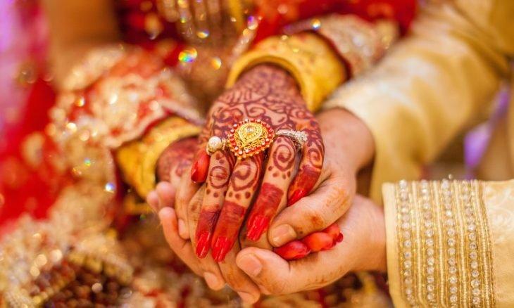 وفاة عروس هندية أثناء حفل زفافها والعريس يستبدلها بشقيقتها- (صور)