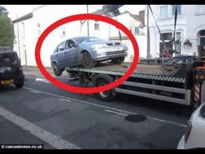 بالفيديو: شاهد كيف تهرب هذا السائق من مخالفة مرورية