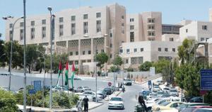 """القبض على منتحل صفة طبيب في مستشفى البشير يحمل شهادة """" توجيهي """" تفاصيل"""