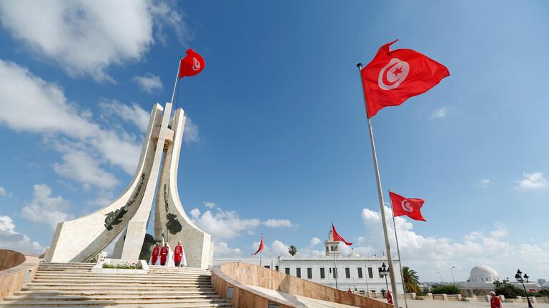 """تونس ..  """"لص حنون"""" يسرق هاتفا ويعيد الشريحة وبطاقة الذاكرة لصاحبته"""