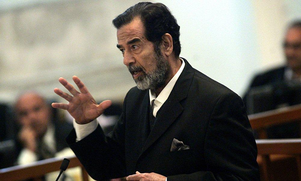 محامي صدام حسين السابق: آخر رسالة كتبها كانت لزعيم عربي.. و قال للمارينز: لعنة الله على بوش