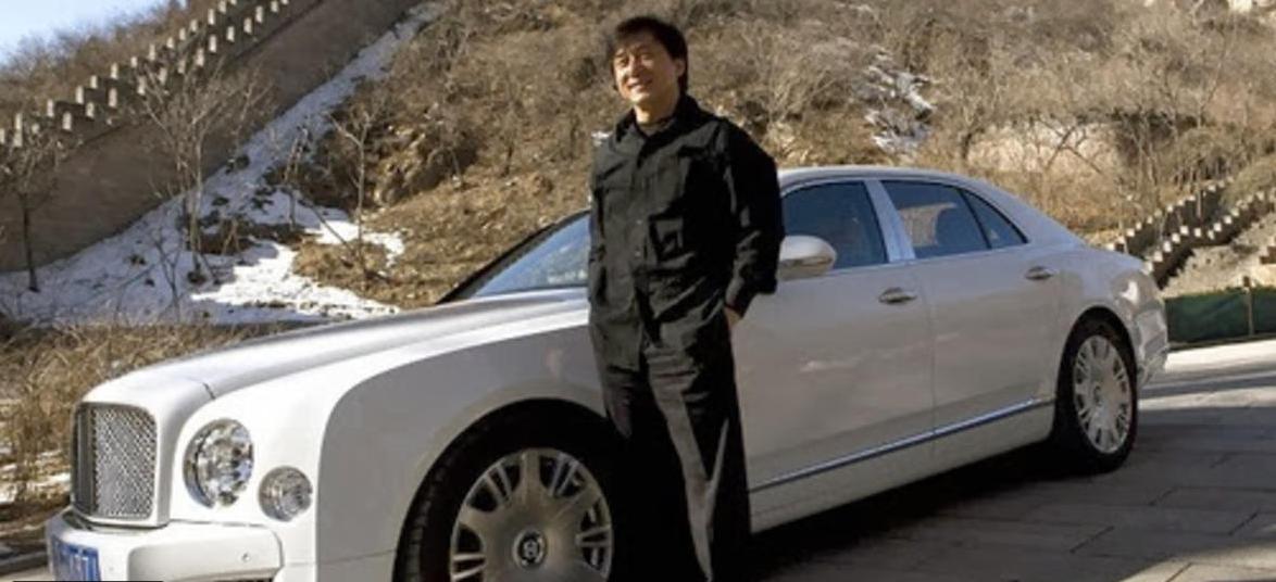 بالصور .. سيارات ثاني أعلى الممثلين أجرا على مستوى العالم  ..  جاكي شان