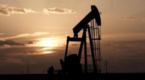 أسعار النفط تهبط لأدنى مستوى خلال عام