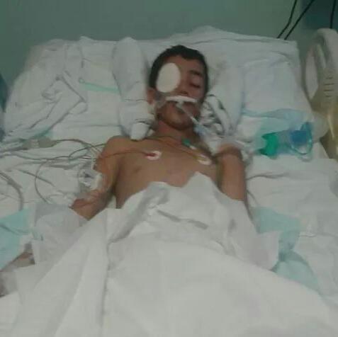 """والد الطفل """" محمد  """" ضحية الرصاصة الطائشة يناشد جلالة الملك و أهل الخير لمساعدته """" صورة """""""