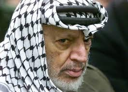 يديعوت تنشر تفاصيل عشرات المحاولات الإسرائيلية لاغتيال ياسر عرفات