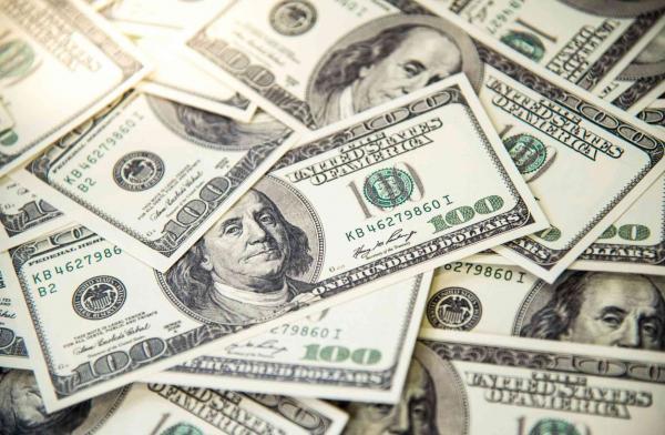 الدولار قرب أدنى مستوى