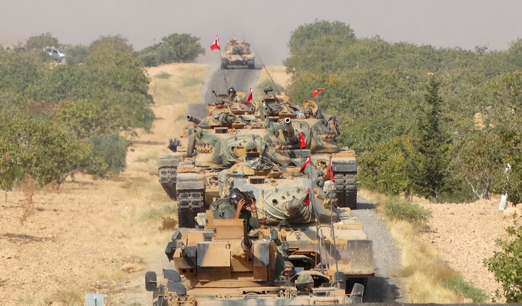تركيا تواصل حشد الجنود على الحدود السورية تحضيراً لهجوم بري موسع
