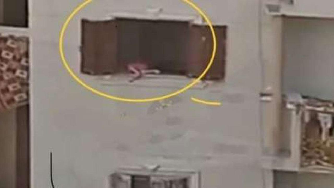 صورة مأساوية لطفلة تثير ضجة كبيرة في مصر