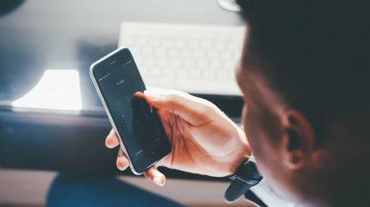 بالفيديو  .. ماهي الطريقة الصحيحة لحذف بيانات هاتفك؟