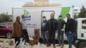 شركة الالبان الاردنية وجمعية الكوم الأحمر للتنمية الاجتماعية توزعان طرود غذائية للأسر المحتاجة