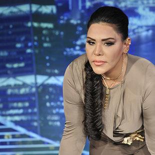 أحلام تترك مسرح Arab Idol للاطمئنان على متسابق أغمى عليه