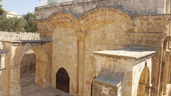 محكمة الاحتلال تغلق باب الرحمة داخل المسجد الاقصى
