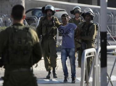 فلسطيني يواجه الاعتقال لرفض الخدمة بجيش الاحتلال