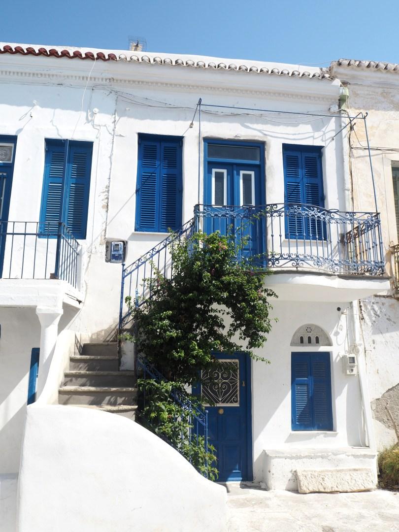 بالصور .. تينوس أرض القرى الخلابة والشواطىء الجميلة في قلب اليونان