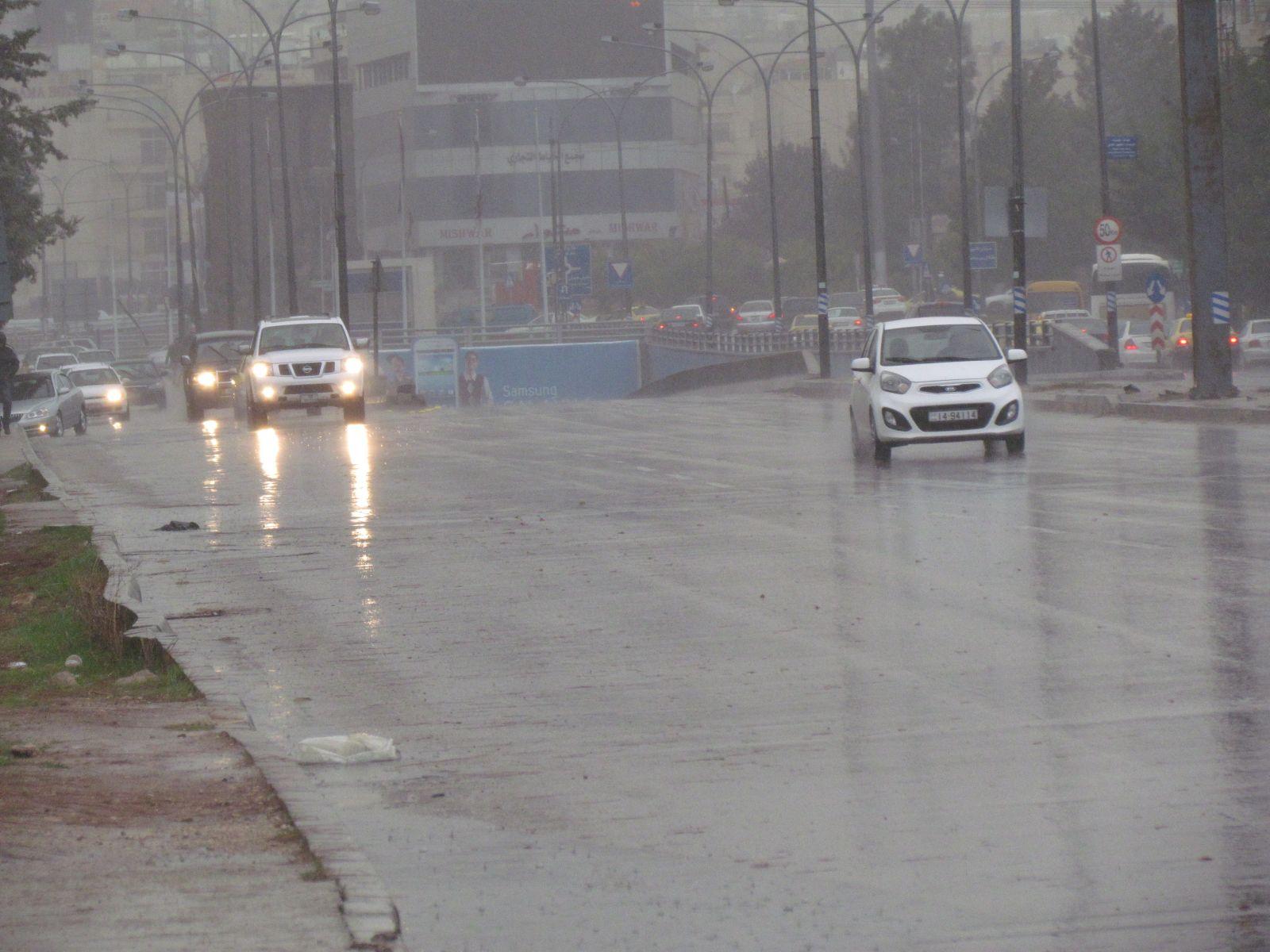انخفاض ملموس على الحرارة وتوقعات بهطول الأمطار اليوم