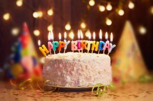 """أردنية تحتفل بذكرى ميلاد زوجها  ..  كتبت على قالب كيك : """"وبشر الصابرين"""" اثارت نشطاء التواصل الاجتماعي  ..  صورة"""