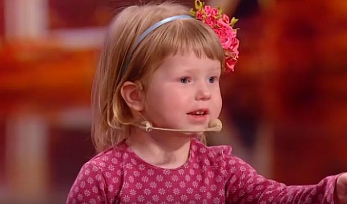 بالفيديو  ..  طفلة أوكرانيّة عمرها سنتين تفاجئ الحكّام… تعرف كلّ عواصم العالم في 3 دقائق!