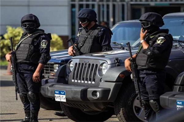 بمسدس لعبة ..  مصري يُروِّع فرع شركة ويسرق أموالها
