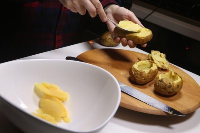 البطاطا المشوية مع الجبنة والفطر
