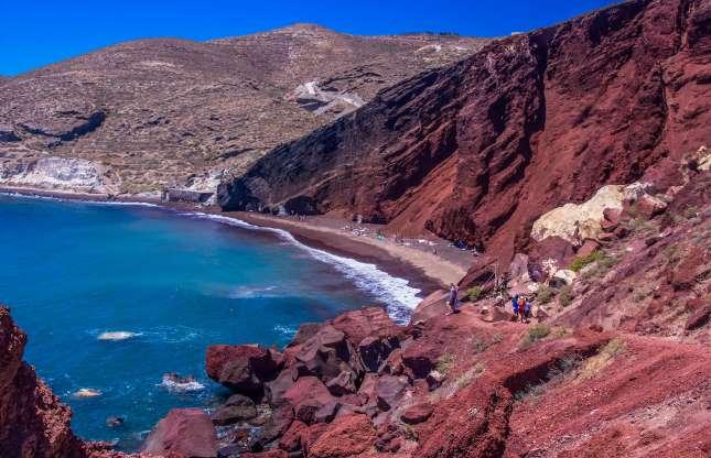 بالصور  ..  أجمل الشواطئ الملونة في العالم