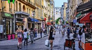"""بلد أوروبي يفتح """"كل شيء"""" ويهدي السكان قسائم فندقية مجانية"""