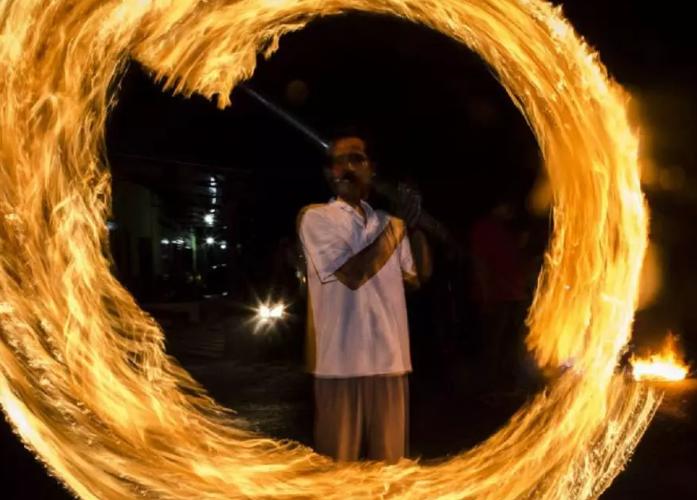 من هي الدولة التي تحرق الحطب ليلة العيد حزناً على فراق رمضان؟