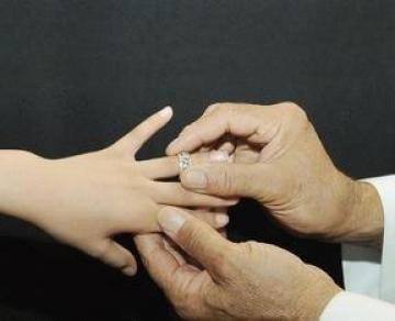 """جهات حكومية تبدأ التحقيق مع """"الرجال الفقراء"""" الذين ينوون الزواج للمرة الثانية"""