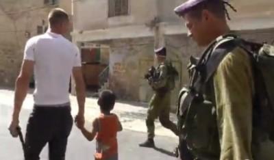 بالفيديو  ..  الاحتلال يعتقل طفل عمره 5 سنوات