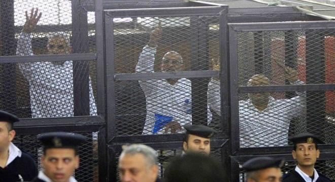 مصر : السجن المؤبد لمرشد الاخوان وعدد من قيادات التنظيم في قضية التخابر مع حماس