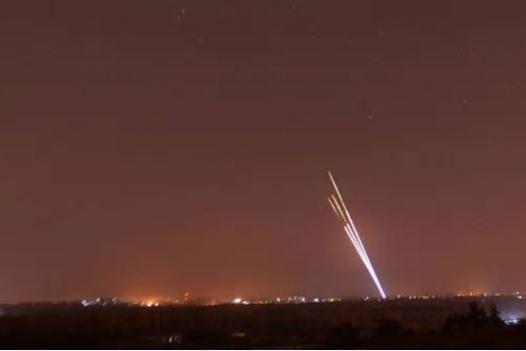 سماع دوي صفارات انذار قرب مفاعل ديمونا الصهيوني ..  وانباء عن سقوط صاروخ