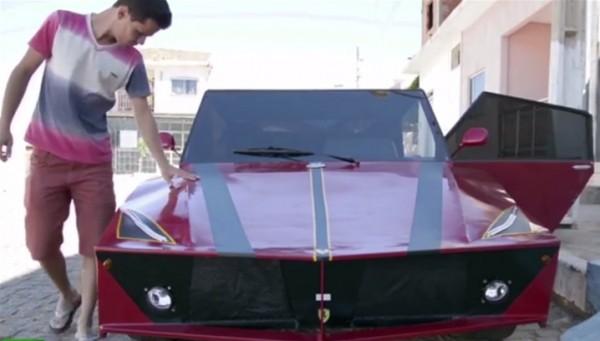 شاب يصنع سيارة فيراري من أتوبيس قديم