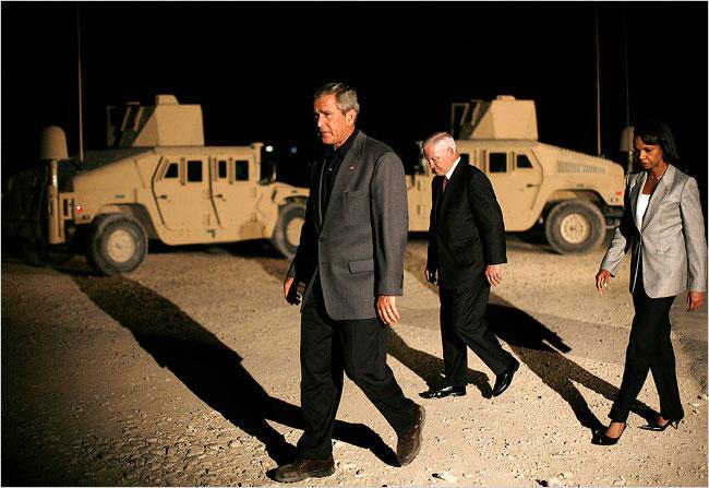 صور مضحكة للرئيس الامريكي السابق بوش وهو يتسلل الى محافظة الانبار العراقية