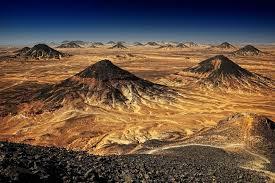 بالصور| الصحراء السوداء ..  أهم مزارات مصر الطبيعية والسياحية