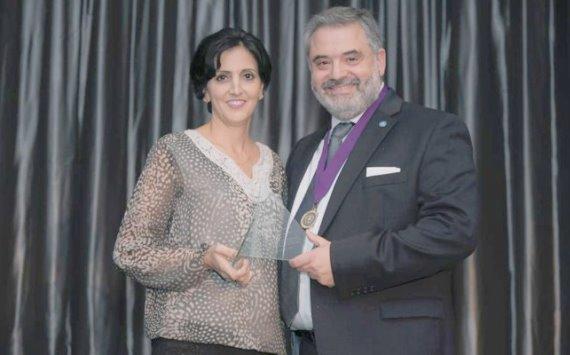 طبيبة أردنية تحصد أول جائزة طب أسنان خارج أميركا