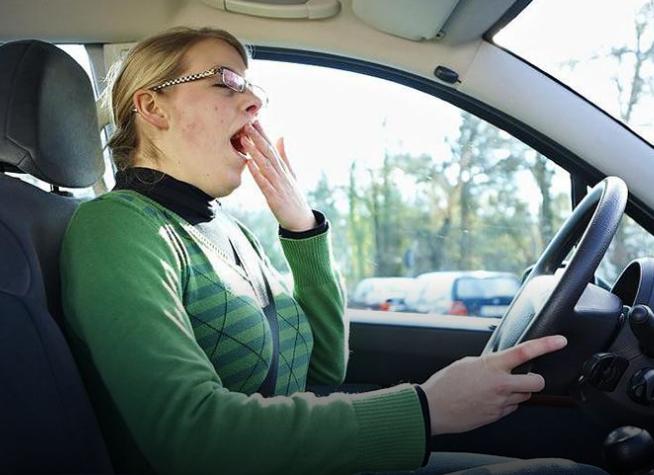 هذه الوسائل فعالة في التغلب على النوم أثناء القيادة