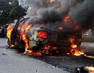 4 إصابات وحرق مركبتين بمشاجرة أمام مستشفى جرش الحكومي