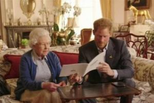 مقطع ساخر يجمع الملكة إليزابيث وحفيدها وأوباما وزوجته