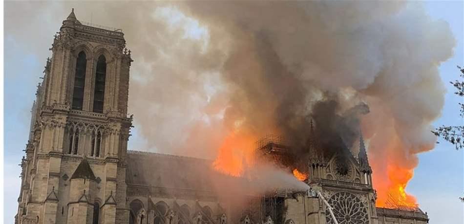 """لقطات متتالية قد تكشف خيوطاً عن سبب حريق """"نوتردام"""" .. """"تفاصيل"""""""