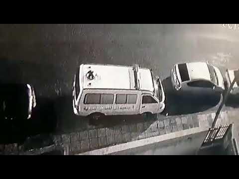 بالفيديو: شاهد سرقة باص لنقل موتى في عمان