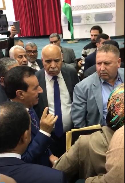 بالفيديو  .. النائب العكايلة يهاجم الرزاز