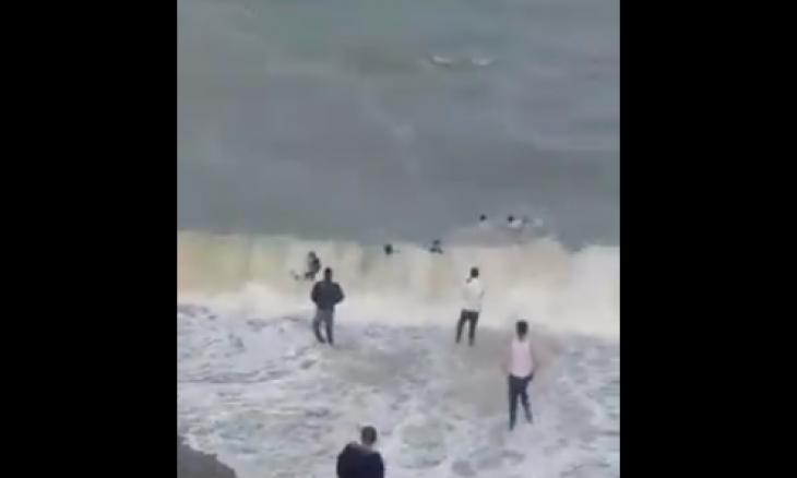 بالفيديو والصور  ..  في سابقة ..  عشرات المغاربة يصلون سبتة سباحة والبعض ابتلعه البحر