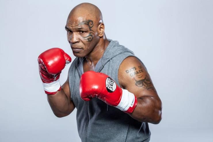 منافس مايك تايسون من التسعينيات يرغب بالانتقام