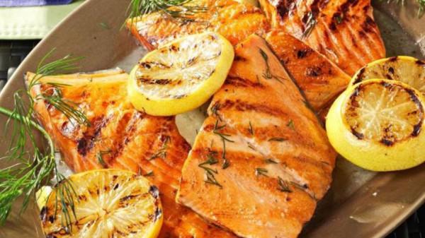 طريقة عمل سمك فيليه بصوص الثوم والليمون لطبق افطار شهي