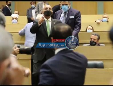 بالفيديو  ..  سرايا تنشر لقطات المشادة التي وقعت بين الخصاونة والنائب العدوان